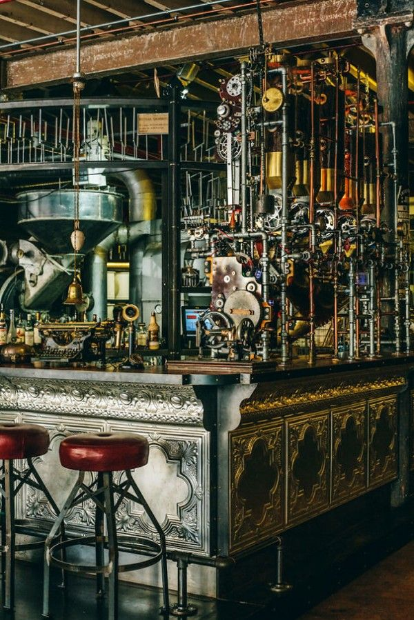 Steampunk Coffee House in Cape Town. Voir aussi les photos du site http://homeworlddesign.com/truth-coffee-roasting-steampunk-design