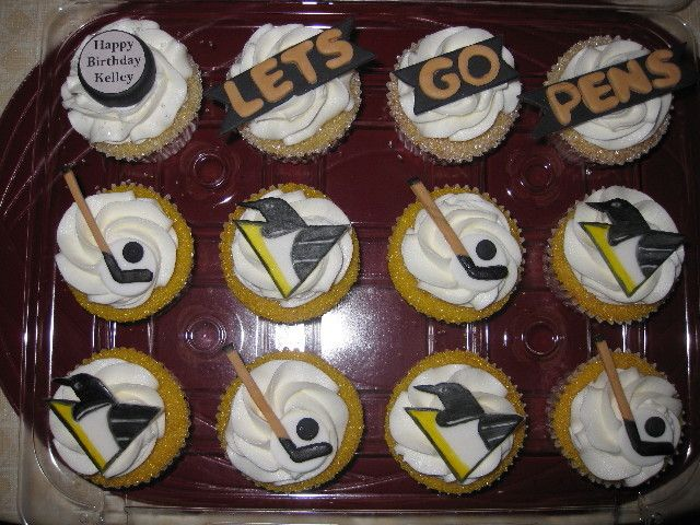 Cupcake Decorating Ideas Hockey : 17 Best ideas about Penguin Cupcakes on Pinterest ...