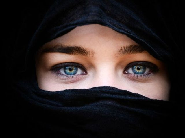 What's Your Arabic Name (Female) ?  Naureen نورین Meaning: Bright light. WHAT, THAT'S WHAT MY ENGLISH NAME MEANS.