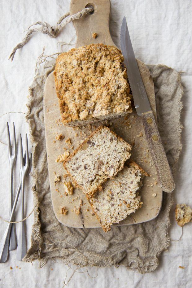 Pane all'avena e miele con semi di lino