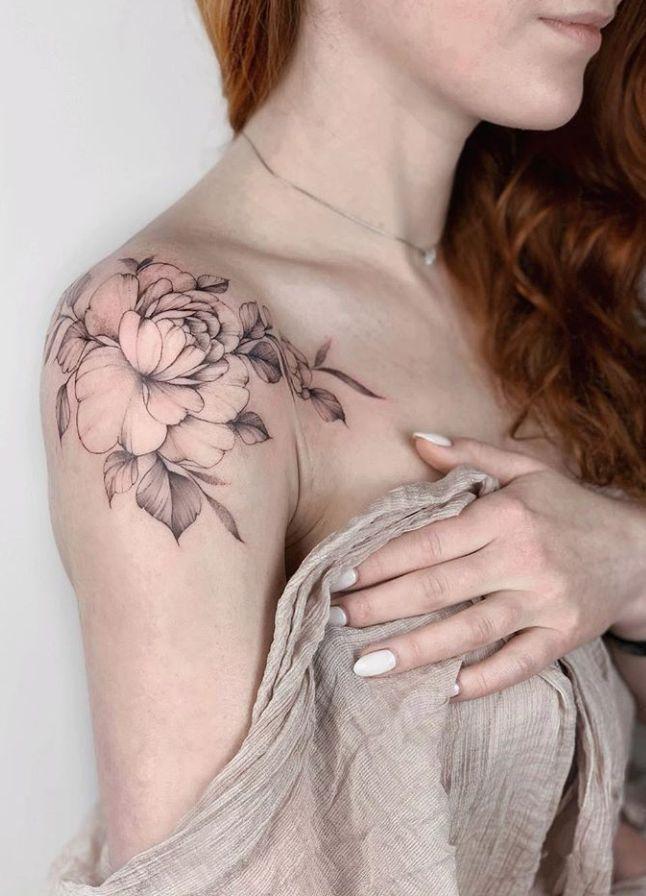 Frau schöne schulter tattoos Tattoo Schlüsselbein