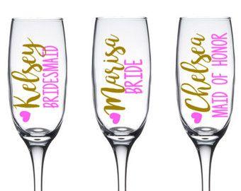 Gepersonaliseerde Champagne Flutes bruidsmeisje door DeighanDesign