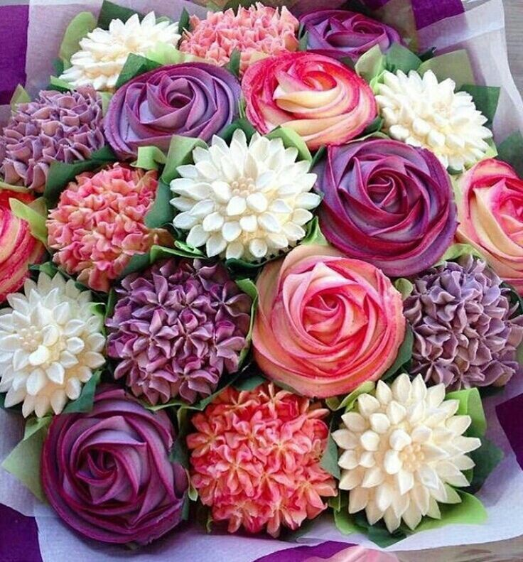 Flower cupcakes from The Strand Cakery, RSIg