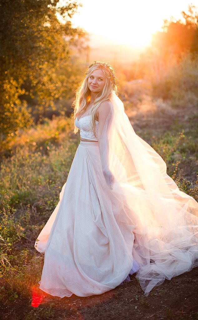 Pretty Little Liars Star Vanessa Ray Marries Landon Beard: Details on Their Intimate and Relaxed Wedding | E! Online Mobile