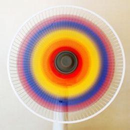 AIRE DE COLORES Ahora que se acerca el tiempo de los aires acondicionados y los abanicos, y que vamos a ir buscando el frescor por todas partes, es el momento de poner en práctica la genial idea que nos propone Leslie, de Pink Stripey Socks: desmontar el ventilador y pintar sus aspas con los colores del arco iris. ¿Por qué no probarlo con ACRÍLICO MANUALIDADES TITAN? ¡Seguro que este aire de colores es mucho más fresco!  http://www.pinkstripeysocks.com/2013/07/paint-rainbow-fan.html