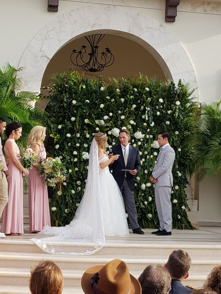 CBG258 wall of greenery and flowers for ceremony / pared de follajes y flores para ceremonia