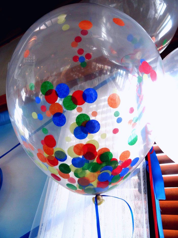 Great idea for balloon decorations for a Sesame Street Birthday Party