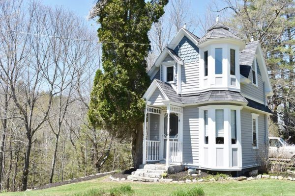Tiny Victorian Cottage On 4 Acres In Maine Tiny Mobile House Small Cottage Homes Victorian Style Homes