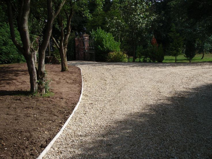 17 best driveway edging and landscaping images on for Gravel path edging ideas