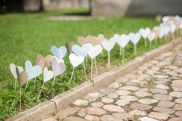 I Love this DIY touches in this very whimsical wedding! Photography: Britta Schunck Fotografie - brittaschunck.de/