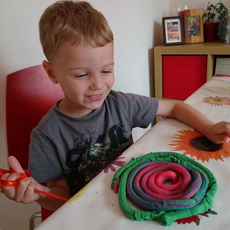 It's been a Playdoh kinda day today he played with it for nearly 2 hours!!!!!!!!! This is the 'doughnut' he made for me it's cherry and apple flavour apparently  #playdoh #motorskills #preschooler #schoolinseptember #ukmumsquad