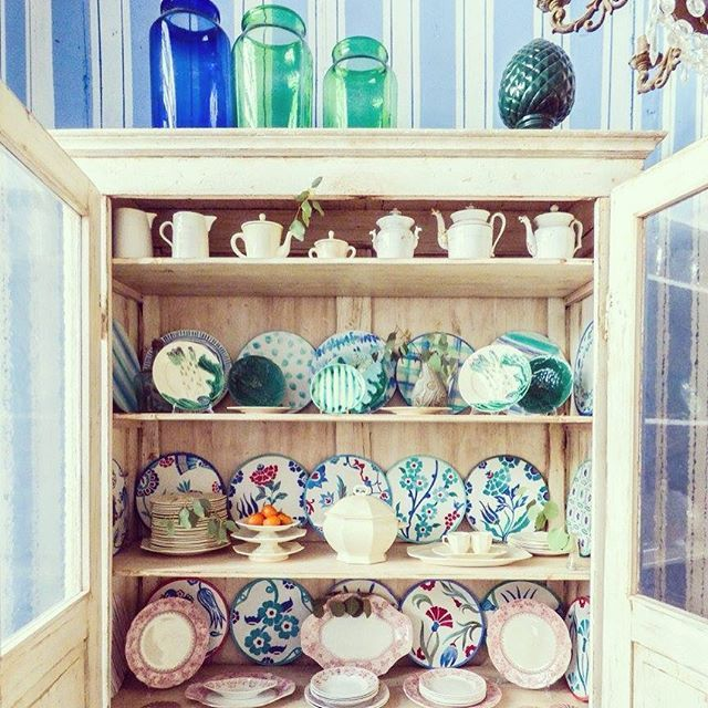 Detail of our new set and new handmade stuff! #solamentegiovedi #enricastabile #plates #deco #design #interior #decoration #showroom #fish #summer #cushion #stripes with @repostapp. #solamentegiovedi #enricastabile #plates #deco #design #interior #decoration #showroom #mdw #fish #summer #cushion #stripes #drawn #handrawn #decoration #red #green #blue #plates #drawn #glass #pot