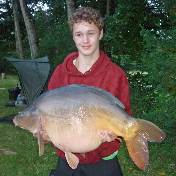 Lewis with The Football, a 30lb mirror carp taken on 2 x 22m Blue Oyster baits. www.frenchcarpandcats.com