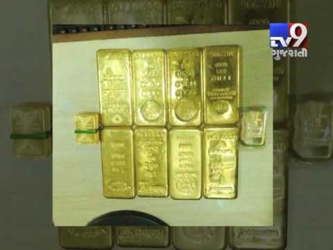 The city crime branch detained seven businessmen with 9 kg gold biscuits worth Rs 2.25 crore in Andheri, suspecting a deal to dispose banned Rs 500 and 1,000 notes. Police have roped in the customs and Income Tax departments to verify the source of gold and the relevant documents.  Subscribe to Tv9 Gujarati: https://www.youtube.com/tv9gujarati Like us on Facebook at https://www.facebook.com/tv9gujarati Follow us on Twitter at https://twitter.com/Tv9Gujarati