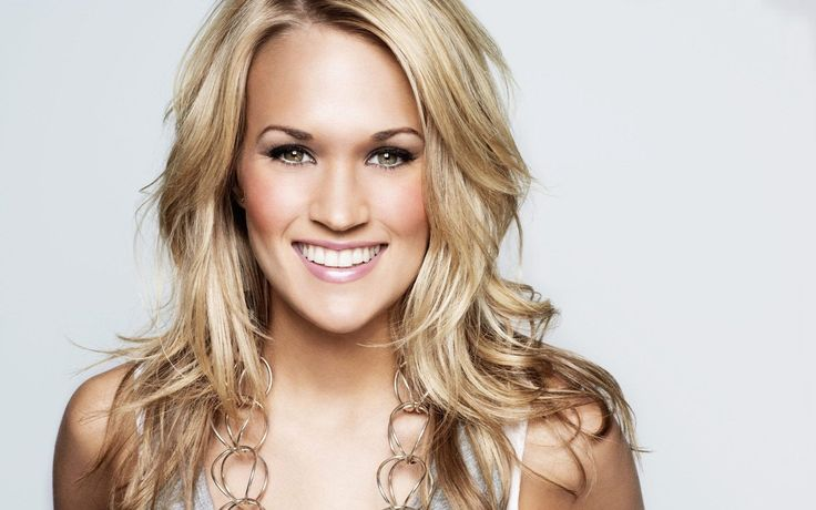 Carrie Underwood Shows Off Her Fit Body In Sexy Bikini! #CarrieUnderwood celebrityinsider.org #celebritynews #Lifestyle #celebrityinsider #celebrities #celebrity