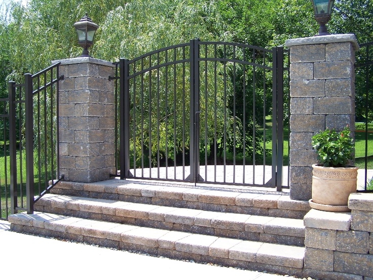 Our gallery of aluminum fence driveway gates vinyl for Aluminum gates for driveways
