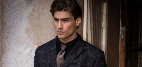 This look can easily look heavy and dirty on a man, unless he is a Dark Autumn, or a Dark Winter who leans warm