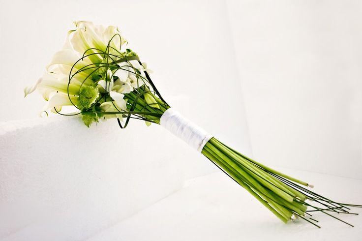 Modern handgebonden bruidsboeket met calla chrystal blush, handtied modern bridal bouquet with calla chrystal blush