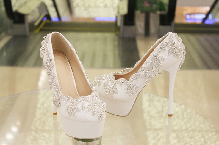 Lace-up crystal bridesmaid shoes for wedding