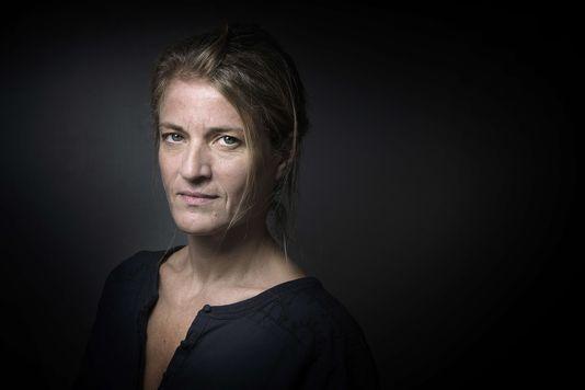 """Nathalie Azoulai, a reçu, jeudi 5 novembre, le prix Médicis pour Titus n'aimait pas Bérénice, son roman paru chez P.O.L. Elle faisait partie des finalistes du Femina, du carré final du Goncourt et était le Choix de l'Orient pour le Goncourt. Elle l'a emporté par 6 voix contre 3 pour Charles Dantzig (Histoire de l'amour et de la haine, Grasset) dès le premier tour. """"C'est un coup de projecteur formidable que j'accueille avec beaucoup de joie et de plaisir """", a déclaré son éditeur."""