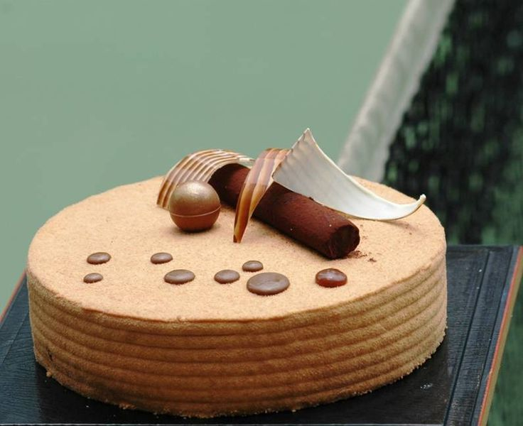 Pralines Gateaux (White chocolate, caramel almond ganache)