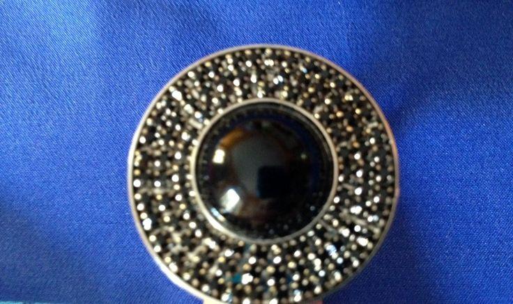 Anello con bottone gioiello nero in onice e svarowski, by Just a dream, 26,00 € su misshobby.com