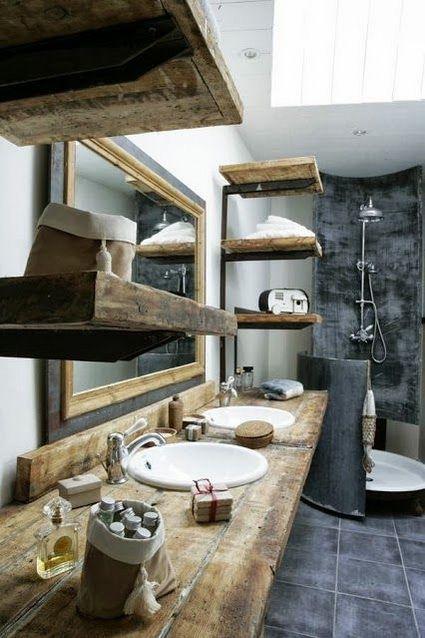 Baño rústico con muebles de madera