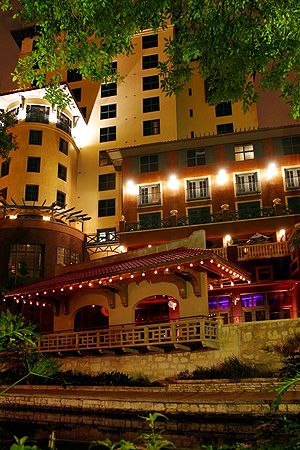 Hotel Valencia Riverwalk - 4* San Antonio | Old-World Palazzo Meets Contemporary Design On The Riverwalk |Today - 50% Off | Save Now!