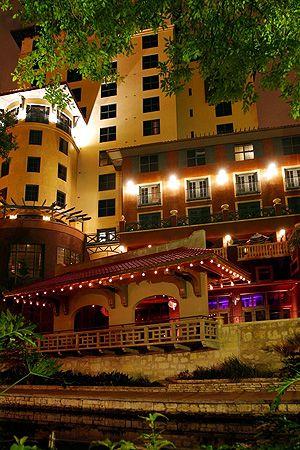 Hotel Valencia Riverwalk - 4* San Antonio | Old-World Palazzo Meets Contemporary Design On The Riverwalk |Today - 50% Off | Save Now!