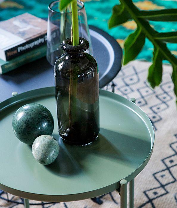 Met groene kleuraccenten geef je jouw interieur een nieuwe look | IKEA IKEAnederland IKEAnl inspiratie wooninspiratie trends groen GLADOM salontafel woonkamer tapijt decoratie accessoires