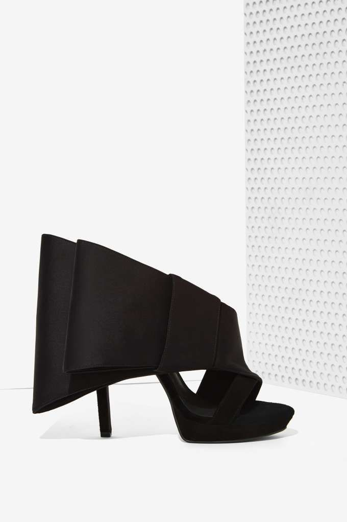 Jeffrey Campbell Tuxedo Bow Heel | Shop Shoes at Nasty Gal!