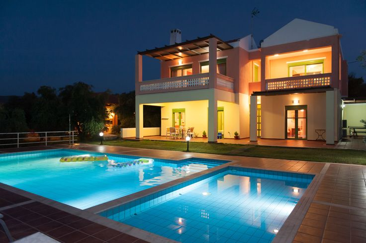 Villa Panorama by night!  Giannoudi lies 3km from Rethymnon which is in the centre of the northern axis of Crete. Yiannoudi, as all of the other defensive Venetian settlements , is situated on a hill, built in an amphitheatre shape, with views towards the Cretan sea.