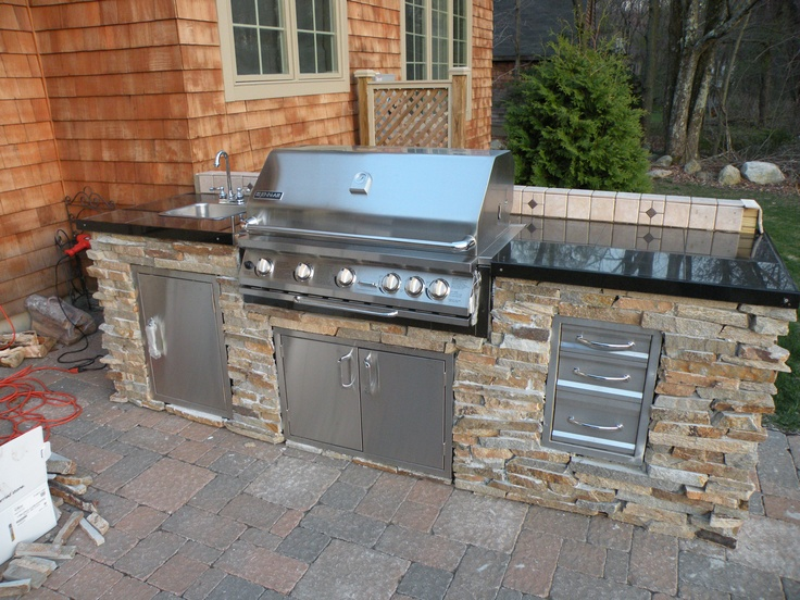 The 25 best small outdoor kitchens ideas on pinterest for Outdoor kitchen ideas for small spaces