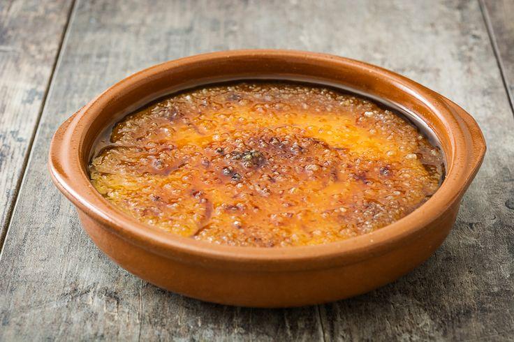 La crema catalana è un dolce al cucchiaio da preparare in ogni occasione.