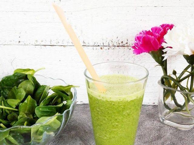 Zielony koktajl proteinowy z masłem orzechowym