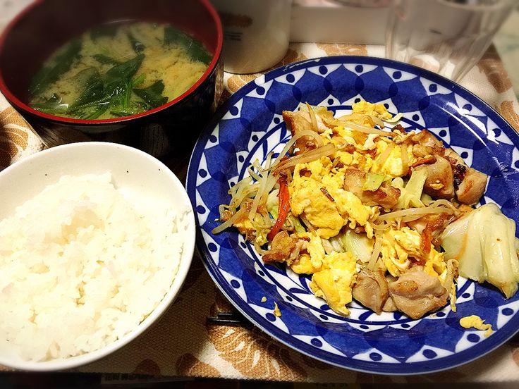 20170220夕飯。チキン卵野菜炒め、ほうれん草玉ねぎお味噌汁。