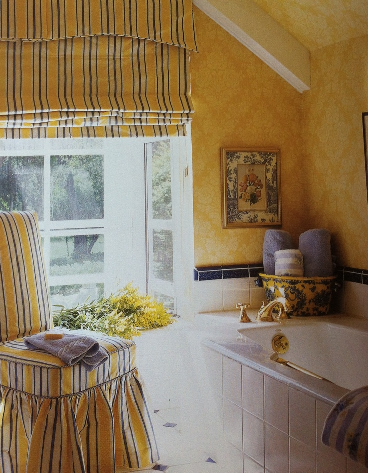 Blue/yellow bathroom, very Laura Ashley, I like it!