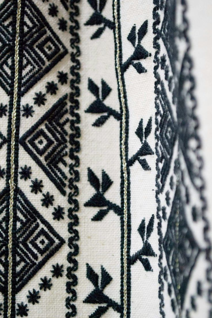 #iaaidoma Romanian blouse detail. New embroidery, recreation of original blouses in museums around the world.