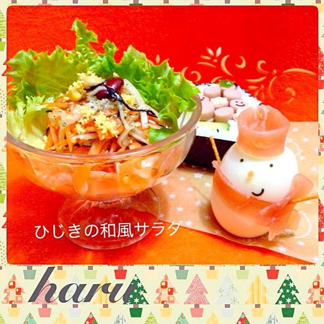 ともこさん、このサラダ 野菜足りないXmasメニューには とっても助かるわぁ♡ そして、めっちゃおいしい これから、リピリしますね〜(*^^*) ひじきは、私の大好物 豆は、娘の大好物 このサラダは、もりもり食べれそう✨ 素敵なレシピありがとうございます♡ メリークリスマス  MAAちゃんのクックパット デビュー記念して、つくレポ しましたよ(*^^*) 来年は、キャラ弁教室、ますますの ご活躍、期待してますね♡  それから、さとみん、デコ巻き またまた、ヘンテコなツリー(奥に 隠してます笑) デコ巻き作りました 先生として、良かったらコメント お願いします(*^^*)難しい で - 252件のもぐもぐ - Tomoko Itoさんの料理 ひじきの和風サラダ by WAKUWAKU4724