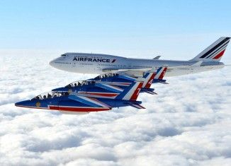 La Patrouille de France honore les Boeing 747 d'Air France