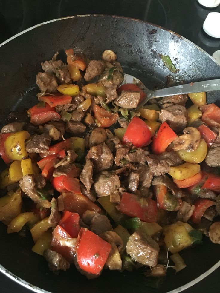 Chinese beef stir fry - a slimming world recipe (less heat though). Rosa couldn't manage this she wasn't keen on the visible vegetables & took ages to chew 2 bits of beef. The adults enjoyed it though!