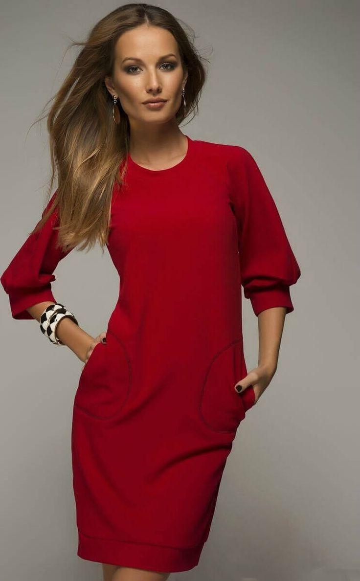 Бордовое платье с рукавами реглан.