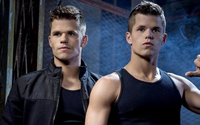 "I gemelli Max e Charlie Carver di 'Teen Wolf' in HBO ""The Leftovers"""