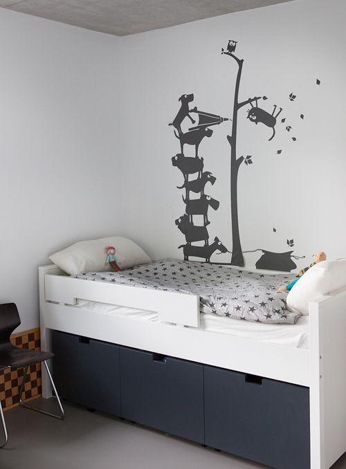 die 25 besten ideen zu bett mit stauraum auf pinterest bett stauraum podest kinderzimmer und. Black Bedroom Furniture Sets. Home Design Ideas