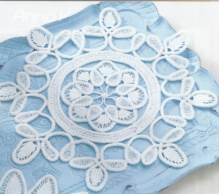 White mat with clover design, done in Romanian Point Lace Crochet work.  From the March, 2007 issue of Anna Burda magazine.