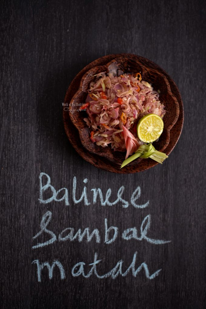 Balinese condiment, Sambal Matah (raw) -  Ingredients: 100 gr shallots (bawang merah), finely slice, 1 tbsp finely slice torch ginger bud/ginger flower, ( bunga kecicang, bunga kantan) *take the inner part of the flower and finely slice, 2 lemongrass, take the white part and finely slice, 8-9 bird eye chillies, finely slice, 2 limau lime (jeruk limau), substitute calamansi or lime, 4 tbsp coconut oil, substitute canola oil or olive oil, 1 tsp toasted shrimp paste, Salt to taste #Bali #recipe