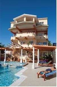 Het Island Magic Beach Resort ligt op de Caye Caulker op slechts 1 km van de luchthaven.