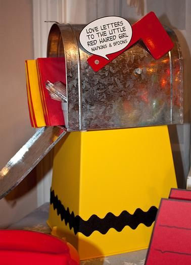 Charlie Brown birthday card holder idea