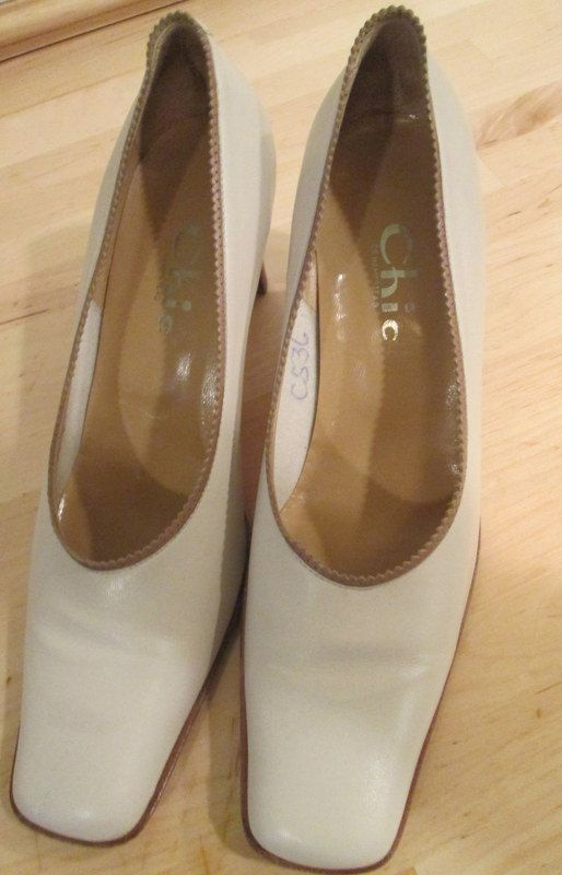 Vintage Leather Shoes Bone Color and Buttery by MISSVINTAGE5000, $55.00