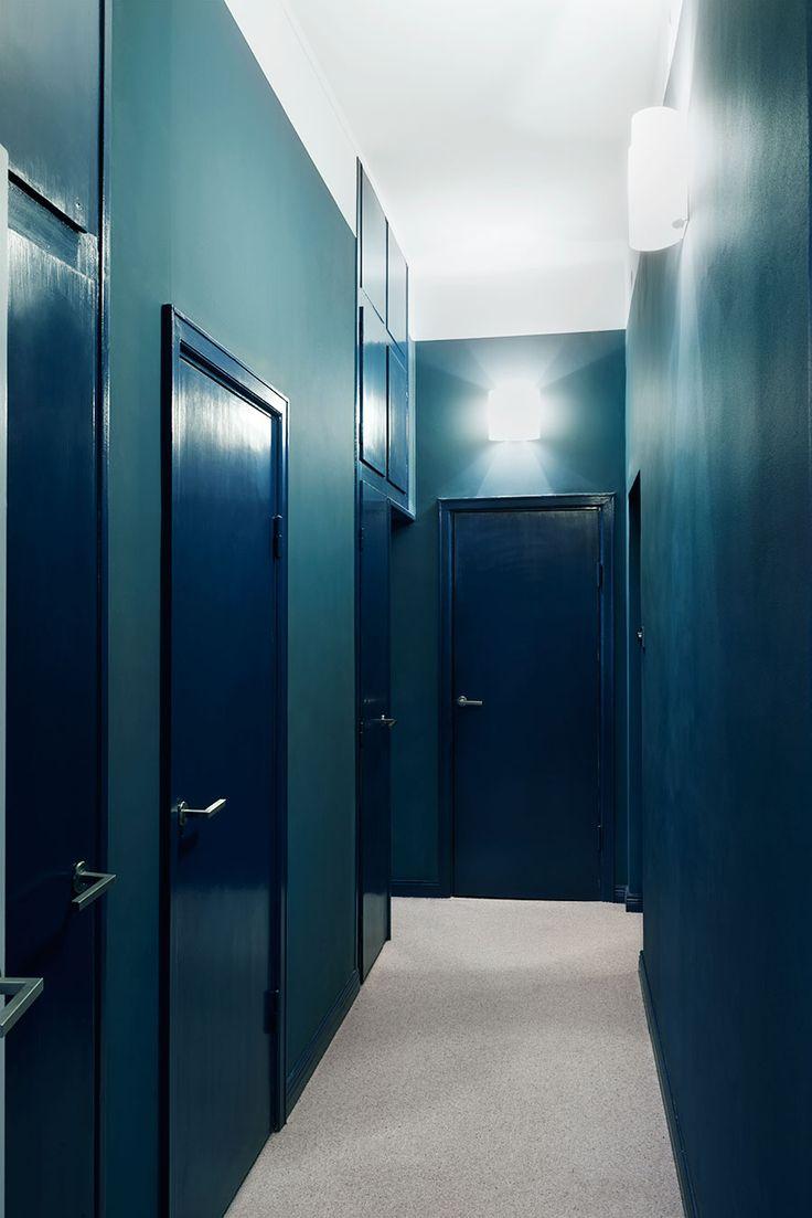 "fargstark_balans_korridor<div class=\""found-in\"">Syns i: <a href=\""http://www.elledecoration.se/sekelskifte-moter-funkis-och-massor-med-farg/\"">Sekelskifte, funkis och massor med färg! </a></div>"